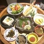 Hakatanaginoki - 数種類のお料理が盛られていて、女性好み。^^