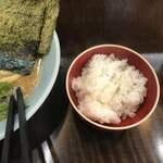 横浜家系ラーメン 作田家 - ライスは一般的な半ライスの量