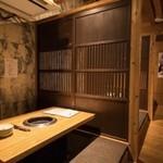 炭火焼肉のバクロ - 2階禁煙の半個室。