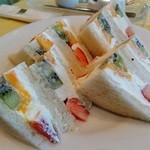 万惣フルーツパーラー - フルーツサンドイッチ(1260円)