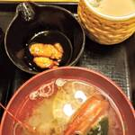 Little 北海道 - 醤油にウニが入ってます♪