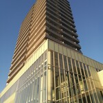 120170435 - 建物3階、上は高層マンション
