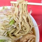 ラーメン二郎 - 小ブタニンニク 麺アップ
