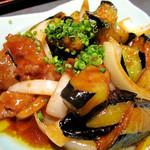 益正 薬院店 - お肉は格段に少ないけど、素揚げした茄子が熱々トロットロで美味しい!甘め味噌味は白ご飯によく合います。