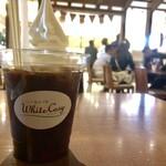 ミルク&パフェ よつ葉ホワイトコージ - コーヒーフロート