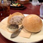 120186419 - まんまるパンとバケット。どちらも美味しい!