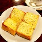 宮越屋珈琲 - チーズトースト(¥440)。提供に時間が掛かるが、ぜひ試して頂きたい一品
