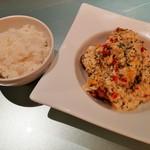 XYLONG - 具沢山な華やかなタルタルソースどっさり!揚げ鶏(南蛮ソース)、ご飯はおかわりOK