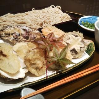 天ぷら以外にも、こだわりの旬メニューをご用意しております。