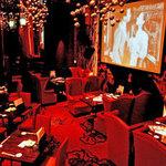 囲 - 婚礼2次会に大型スクリーン、プロジェクター、マイクと充実の設備!