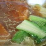 萬里 - 豚肉の角煮ラーメン 900円