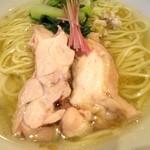 塩生姜らー麺専門店 MANNISH - よく煮えた鳥