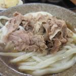 こがね製麺所 - 肉ぶっかけうどん590円、うどんは冷たいぶっかけうどんにしました。