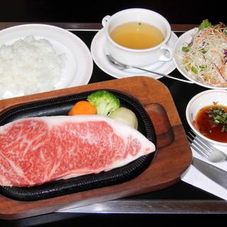 うめしま - 料理写真:サーの称号を与えられた、まさに最高級の肉質「サーロインステーキ」