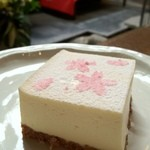 椿屋珈琲 花仙堂 - レアチーズケーキ 桜