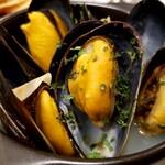 仏男 - ムール貝の白ワイン蒸し