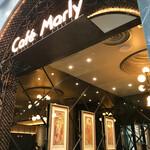 カフェ マルリー - 店内出入口近くにはミュシャが