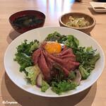 120216493 - サラダと若芽の味噌汁付