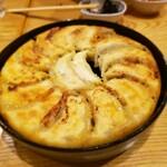 鉄なべ餃子 みくに - 博多鉄鍋一口餃子