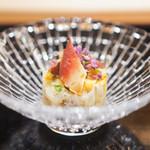山﨑 - 北海道産のホワイトアスパラガス、 ほっき貝、 渡り蟹、 渡り蟹の卵と黄身酢
