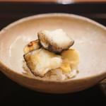 山﨑 - 米粉で揚げたアオリイカと山独活の飯蒸し