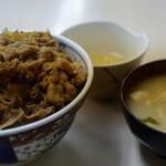 牛丼専門サンボ - 牛丼、味噌汁と卵のセット