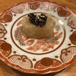 120247251 - 蕪餅。蕪は出汁がでるが、それでは普通のやり方になるので、出汁も使って蕪餅として全ての旨味を凝縮して閉じ込めた絶品。ベステルキャビアをのせて上品に。