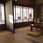 池富 - 3号室です。間仕切りの襖を外すと、12畳の空間になります。