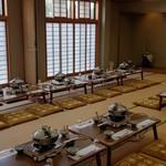 池富 - 宴会場40畳の準備風景です。36名様をお迎え致しました。ご参考までに・・
