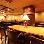 新橋珈琲店 - 大テーブルで6名様ミーティングもOK!