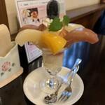 ピーチカフェなかにし - 料理写真:3種の桃パフェ ¥1,430- (税込)