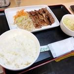 焼肉弁当専門店 亀戸商店 - .「特選黒毛和牛カルビ焼定食」(1030円)