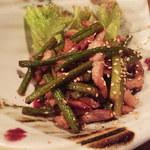 街屋 - 豚肉とニンニクの芽の炒め物