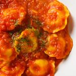 ブルックリン食堂 - パルミジャーノレッジャーノのラビオリトマトソース