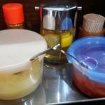 麺処 むら井 - 豆板醤も加わった調味料