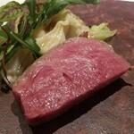 120288831 - ⑯黒毛和牛(熊本県天草産未経産牛)のステーキ                       52℃でゆっくり熾火で焼き上げてます                       真っ赤な色が美しく、絶妙な火入れで赤身の旨みが余すことなく引き出され、素晴らしい味わい。