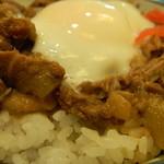 九州 熱中屋 - 牛スジ丼 アップ