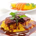 オムライス専門店 イーグル - 料理写真:国産牛ホホ肉のシチューオムライス と 元祖チキンオムライス