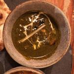 インド料理 想いの木 - 自家製ほうれん草チキンカレー