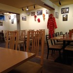 大岡山のベトナム料理 ハノイのホイさん - 店内はテーブル席が沢山