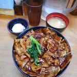豚大学 - 豚丼(大)830円、豚丼セット(半熟卵と味噌汁)140円