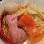 麺処 夏海 - 料理写真:鮭と鶏白湯ラーメン+味玉(限定メニュー)¥1,000