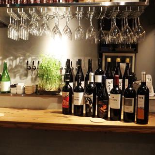 料理に合う、厳選されたワイン、紹興酒を用意。