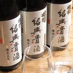 CHINESE BISTRO 802 - 当店では紹興酒を多数ご用意しております。5年、8年、10年と、年代ごとに飲み比べすることも可能ですので是非お試しください