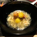 赤坂 渡なべ - 海老芋揚げ、北海道ズワイガニ餡かけ椀