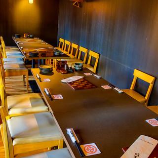 最大45人まで利用可能なテーブル大広間個室