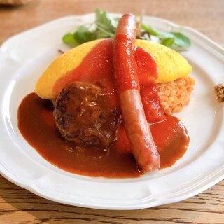 シェ クープル - 料理写真:ウインナー&ハンバーグのオムレツライス。 (トマトソース)