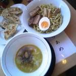 味壱 - つけ麺(中盛)+餃子500円(グルーポン価格)通常1050円