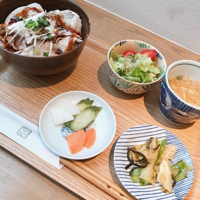 メイ カフェの料理の写真