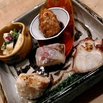 昇六 - マンボウの胃袋と秋田のセリのぬた和え、海老芋のから揚げ、菊芋の田楽、蛸の沢煮、鰺の押寿司